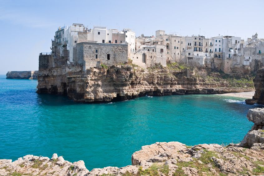 il mare ed il castello di Polignano a Mare