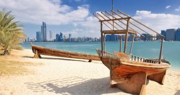 spiaggia di Abu Dhabi per un viaggio tra spiagge e lusso