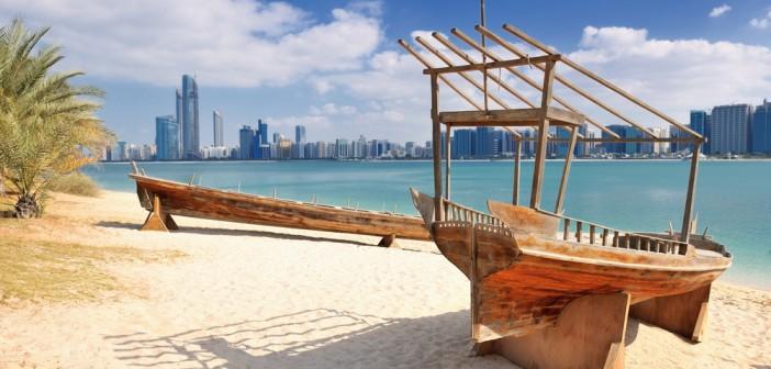 Un viaggio ad Abu Dhabi tra modernità, spiagge e deserto