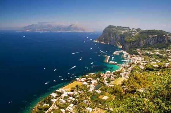 vista sull'isola di Capri dall'alto - ilViaggio.it