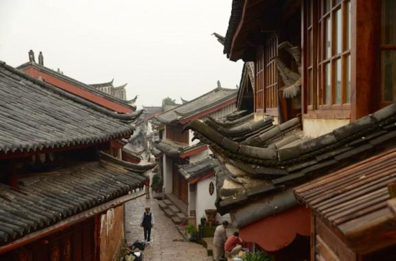 vista dai tetti della città di lijiang - ilViaggio.it