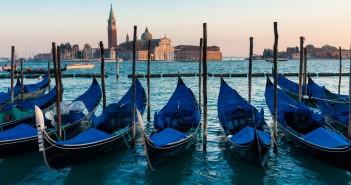 Venezia in gondola vista su San Marco